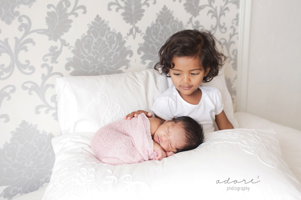 lifestyle newborn photo shoot