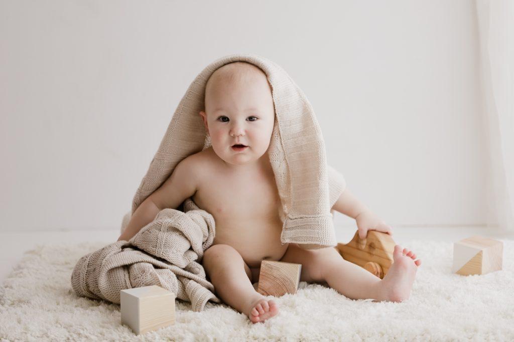 6 month baby sitter
