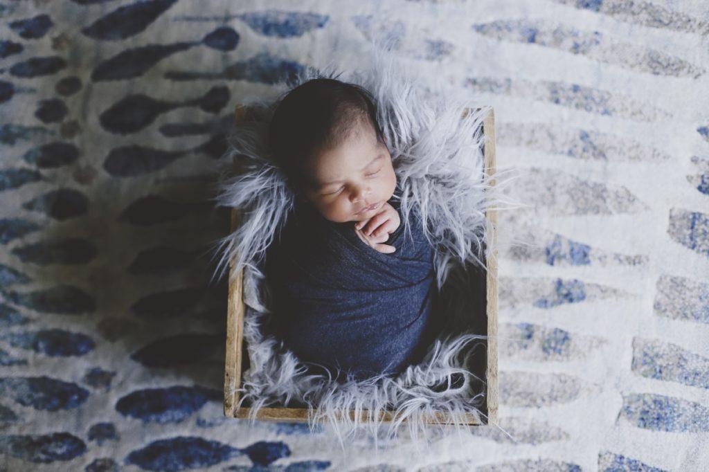 lifestyle newborn shoot at home